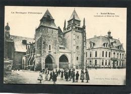 CPA - SAINT BRIEUC - La Cathédrale Et L'Hôtel De Ville, Très Animé - Saint-Brieuc