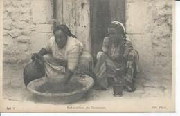 491 - ( SCENES ET TYPES )  FABRICATION DU COUSCOUS ( BON PLAN  ) ALGERIE - Escenas & Tipos