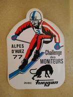 AUTOCOLLANT STICKER - ALPES D'HUEZ 1977 CHALLENGE DES MONITEURS AVEC FURYGAN – SKI SPORT ALPE D'HUEZ - Stickers