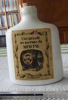 Flasque Pour Aguardente Sitio MC Da Boa Vista, Barroso, MG, Engarrafado Especialmente Para MPB FM 90,3 -  2001 Brésil - Other Bottles