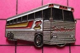 SP03 Pin's Pins / Beau Et Rare / THEME : TRANSPORTS / AUTOBUS ROUTIER BRITANNIQUE BLANC ET ALU STELINES - Transportation