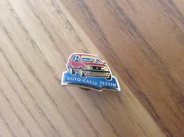 """Pin's * """"AUTO-CASSE JESTIN"""" (Golf VolksWagen Rouge) - Volkswagen"""