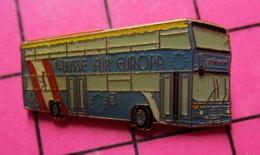 SP06 Pin's Pins / Beau Et Rare / THEME : TRANSPORTS / AUTOBUS ROUTIER SUISSE BLEU BÜSSE FUR EUROPA - Transportation