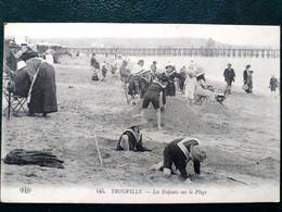 14 ,trouville  ,les Enfants Jouant Sur La Plage - Trouville