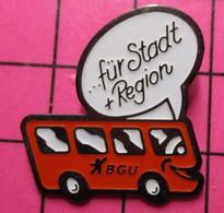 SP06 Pin's Pins / Beau Et Rare / THEME : TRANSPORTS / AUTOBUS ROUTIER ROUGE BGU FÜR STADT + REGION - Transportation