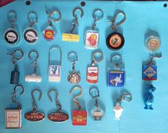 Lot De 18 Porte-clefs Shell, Michelin, Antar, Total, Butagaz, Esso, Kleber, Phospal + 3 Incomplets - Portachiavi