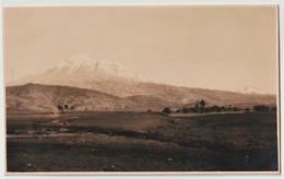Post Card  Foto  (Ecuador) Paysage De La Sierra Avec Le Volcan Chimborazo Au Fond  Circa 1910 - Ecuador