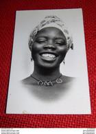 AFRIQUE -  Jolie Jeune Femme Africaine - Femmes