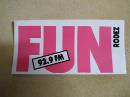 AUTOCOLLANT STICKER - FUN RADIO – 92,9 FM – RODEZ - Stickers