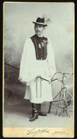 BUDAPEST 1910. Sinayberger : Férfi, Népviseletben, Cabinet Fotó - Unclassified