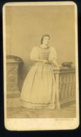 PÉCS 1865-70. Ca. Knezevits : Hölgy, Ritka Visit Fotó - Unclassified