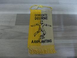 Gemeente Deurne Kleine Wimpel Uit Satijnstof Voetbal Aanplanting - Altri