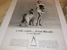 ANCIENNE   PUBLICITE A ROBE COURTE IL FAUT MITOUFLE 1966 - Otros