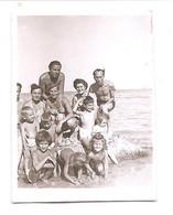 Photo Originale , Femmes , Hommes Et Enfants En Maillot De Bain , Dim. 4.0 Cm X 6.0 Cm - Anonymous Persons