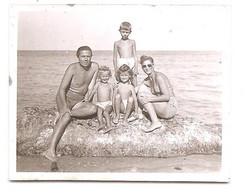 Photo Originale , Femme , Homme Et Enfants En Maillot De Bain , Dim. 6.0 Cm X 4.0 Cm - Anonymous Persons