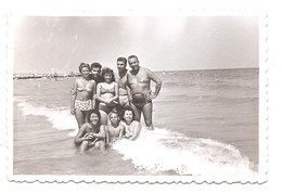 Photo Originale , Femmes Et Hommes Et Enfant En Maillot De Bain , Dim. 8.5 Cm X 5.5 Cm - Anonymous Persons