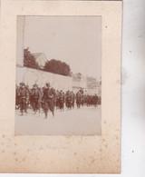 Photo Ville De Mayenne Militaires Troupe Du130 Régiment D'infanterie Traversant  Mayenne  Réf 5446 - War, Military