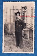 Photo Ancienne Snapshot - Portrait D'un Pilote Militaire - Uniforme Casquette Ceinturon WW2 - Armée De L' Air Aviateur - War, Military