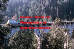 ReproductionPhotographie Ancienne D'un Homme Et Renault 4L Sur Un Pont Avec Voies De Tramway Des Alpes Maritimes à Nice - Reproductions