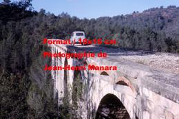 ReproductionPhotographie D'un Homme Et Renault 4L Sur Un Pont Avec Anciennes Voies De Tramway Des Alpes Maritimes Nice - Reproductions