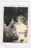 12046.  Fotografia Vintage Donna Con Bambino 1953 Anzio - 8x6 - Anonymous Persons
