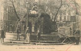 """CPA FRANCE 83 """"Toulon, Place Puget, Fontaine Des Trois Dauphins"""" - Toulon"""