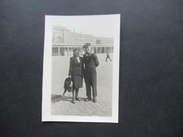 2. Weltkrieg WW2 Original Foto Soldat Der Wehrmacht / Marine / Matrose In Uniform / Ausgehuniform Mit Seiner Frau - War, Military