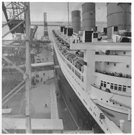 Photo - Paquebot QUEEN MARY Au Port De Cherbourg - Années 1930 / 1950 - - Boats