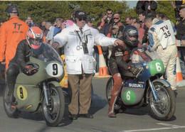 Course MOTO TT Classic Bikes Isle Of Man - Motos N° 9 Et 6 Au Départ - SUZUKI - Motorcycle Sport