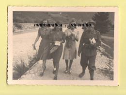 Alpino Con Le Ragazze 1941 Circa - Guerre, Militaire