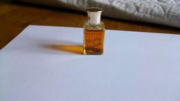 "Miniatures De Parfum Shaparellir  "" Schocking  ""  Parfum Sans Boite  Bouteille Pleine - Mignon Di Profumo (senza Box)"