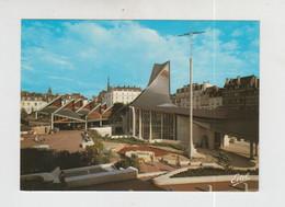 ROUEN - L'EGLISE SAINTE JEANNE D'ARC ET LES HALETTES PLACE DU VIEUX MARCHE - Rouen