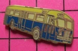 SP05 Pin's Pins / Beau Et Rare / THEME : TRANSPORTS / AUTOBUS ROUTIER ANNEES 50/60 JAUNE ET BLEU N°207 - Transportation
