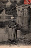 Normandie, Paysanne - Vieille Normande Au Bord De L'eau (Pont De Pierre) - Carte ND Phot. N° 105 - Basse-Normandie