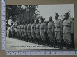 MOZAMBIQUE - CIPAIOS EM MANJACAZE -  ANOS 30 -   2 SCANS  - (Nº42731) - Mozambique