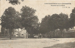 CHATEAUNEUF-sur-CHARENTE  -  Avenue  De  La  Gare - Chateauneuf Sur Charente
