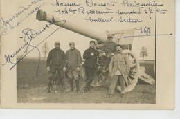 GUERRE 1914-18 - Belle Carte Photo Militaires Du 104ème Régiment D'Artillerie Lourde 27ème Batterie Avec Canon Et Chien - Guerra 1914-18