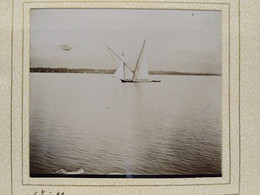 Genève. Léman. Bateau. Barque. 1902. 7.5x8 Cm. Collée Sur Encadrement - Lieux