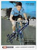CARTE CYCLISME FELICE GIMONDI SIGNEE TEAM SALVARANI 1971 ( FORMAT 13 X 18 ) - Cycling