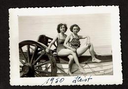 Photo 9,5 X 6,5 Cm - Heist Heyst 1950 - Jeunes Filles En Maillot De Bain Sur Un Bateau - Pin-Up - Voir Scan - Pin-ups