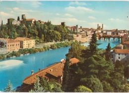 BASSANO DEL GRAPPA - PANORAMA LUNGO BRENTA CON PONTE DEGLI ALPINI E CASTELLO ECCELINIANO - V1970 - Autres Villes