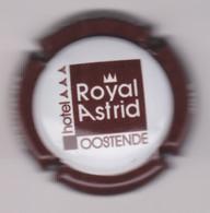 Capsule Champagne MONGERY { N°8b : Hôtel ROYAL ASTRID  OOSTENDE , Contour Marron } {S20-21} - Unclassified