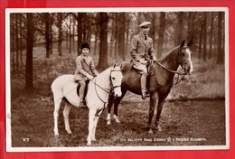 UK ROYALTY   HIS MAJESTY KING GEORGE V WITH PRINCESS ELIZABETH  ON HORSEBACK   RP   Pu 1945 - Royal Families