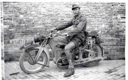 GUERRE 1939-1945: Carte Postale D'origine 14 X 9cm, , Sud Front Afrika Corp,Kramelder Motorrad,en 1941. - War 1939-45
