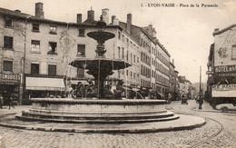 (69) LYON VAISE Place De La Pyramide , Café Garage Réparation Hotel  (Rhone) - Lyon 9