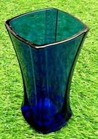 Années 60 Vase De Forme Carrée  Verre Bleu De Cobalt   Made In France - Glass & Crystal