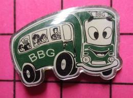 SP05 Pin's Pins / Beau Et Rare / THEME : TRANSPORTS / AUTOBUS ROUTIER VERT ANGLAIS BBG - Transportation