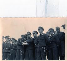 GUERRE: 1939-1945: PHOTO D'ORIGINE 9,5 X 6cm, OFFICIERS PILOTES ALLEMANDS En Discutions,en 1941,tbe - Weltkrieg 1939-45