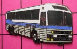 SP06 Pin's Pins / Beau Et Rare / THEME : TRANSPORTS / AUTOBUS ROUTIER BLEU BLANC GRIS GOLDEN EAGLE - Transportation