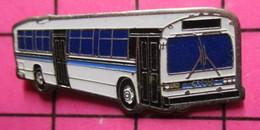 SP06 Pin's Pins / Beau Et Rare / THEME : TRANSPORTS / AUTOBUS ROUTIER BLEU ET BLANC - Transportation